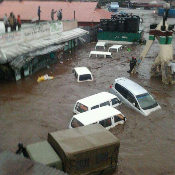 Cars in flood waters Kenya
