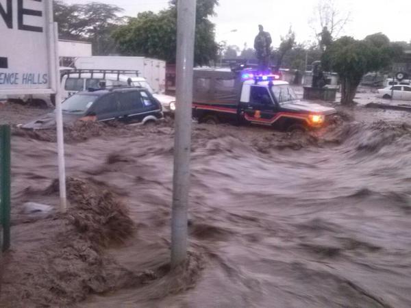 Cars in floods Kenya